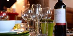 Gläser mit Wein 1