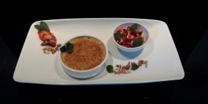 Creme brulee mit Erdbeerragout