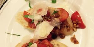 Crostini mit Tomaten und Parmesan